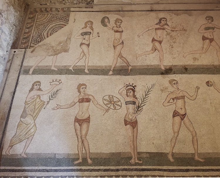 Room of the 10 Girls Villa Romana