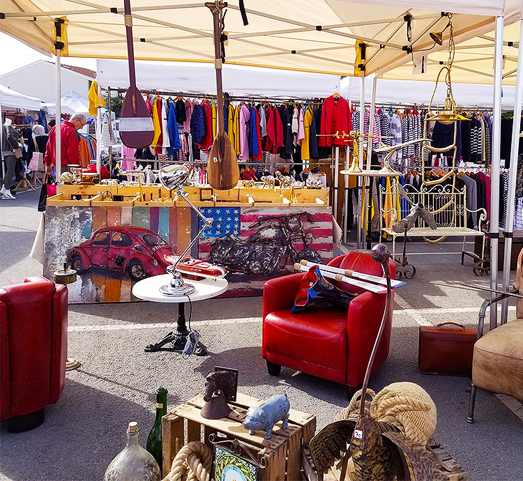A stall of a brocant in the Cap Ferret Monday market