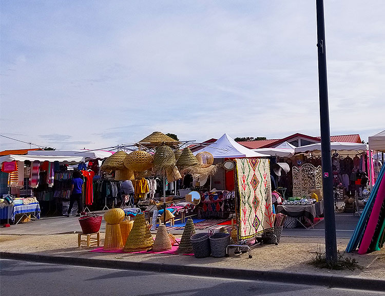The Monday market in Cap Ferret, with a display of home goods.