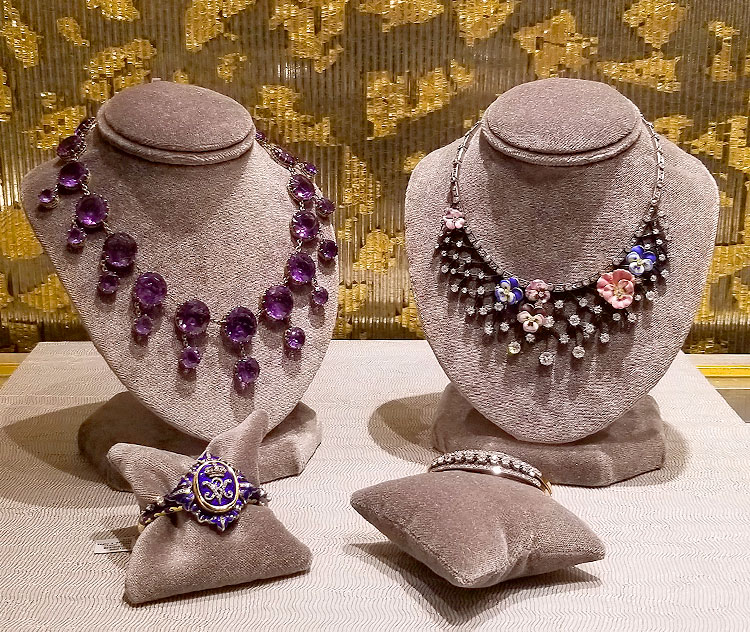 Vintage jewelry for sale during New York Jewelry Week