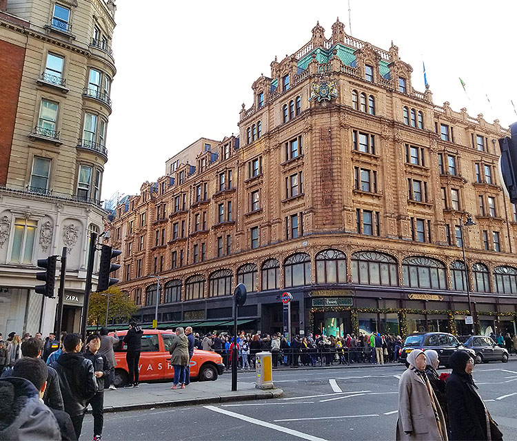 Huge Crowds in Front of Harrods in London