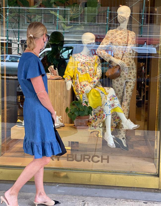 Karen Klopp, Hilary Dick, New York Social Diary shop Madison Avenue, New York