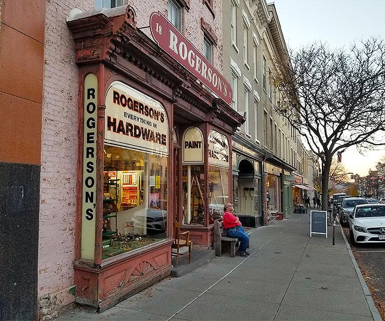 A Nice Day of Warren Street