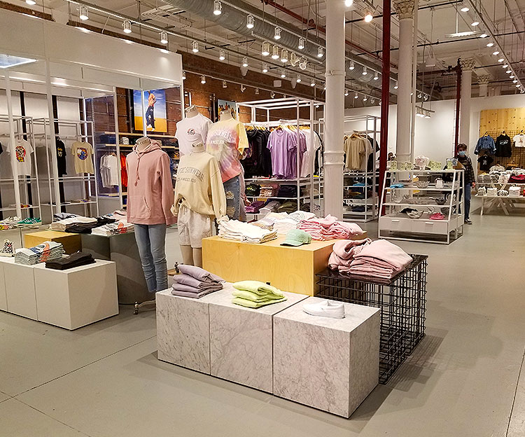 Moveable Fixtures For Creative Displays