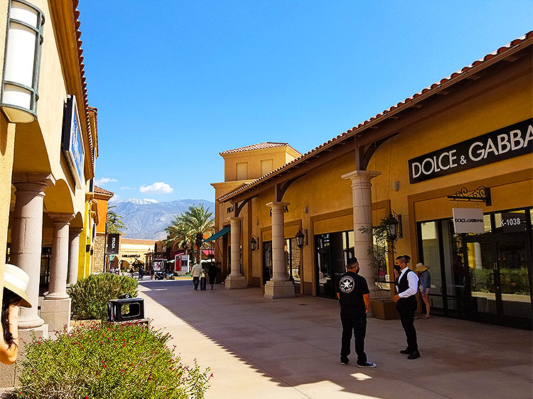 An Alley in the Mall in Palm Springs